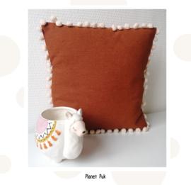 Vrolijk kussentje met pompoms! 30 x 30 cm