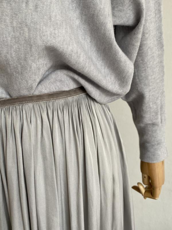 loose silky skirt light grey