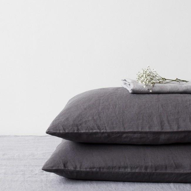 Dark Grey Stone Washed Linen Kussensloop
