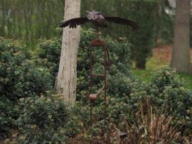 Tuinsteker met vliegende uil