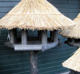 Vogelhuis/voederhuis rieten dak type struis maat M
