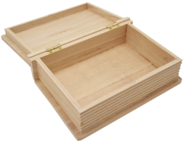 Blank houten kist in boekvorm