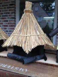 Vogelhuis/voederhuis  rieten dak type sperwer
