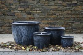 geglazuurde handgemaakte zwarte  potten