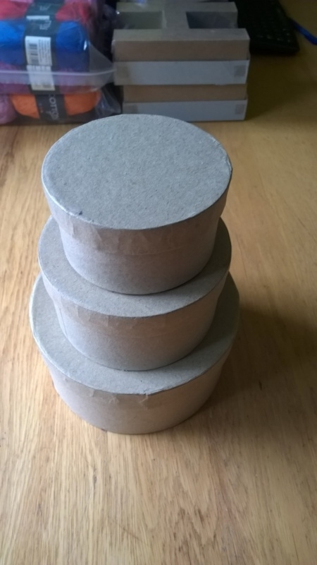 Ronde dozen papiermaché