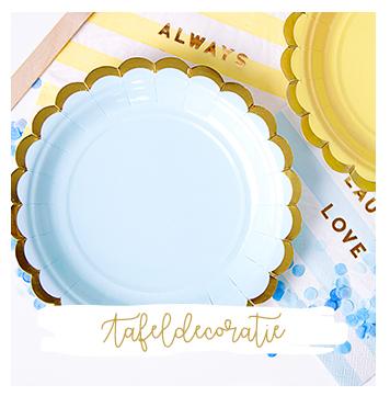 tafel decoratie bordjes servetjes bekertjes rietjes tafelkleed feestversiering i presents traktaties decoratie feest kinderfeest ballon uitdeelcadeautjes versiering