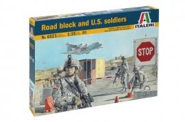 Italeri 6521 Road block and US soldiers