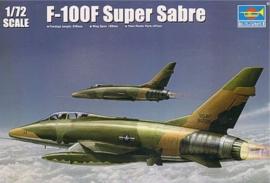 Trumpeter 1650 F-100F Super Sabre