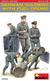 Mini Art 35256 German Soldiers with Fuel Drums
