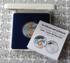 """België 5 euromunt 2018 """"60 jaar smurfen"""", kleur in doosje met certificaat"""