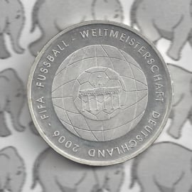 """Duitsland 10 euromunt 2006 (25e) """"Fifa Voetbal 4e uitgave"""" (nikkel)."""