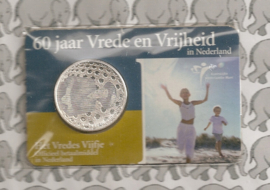 """Nederland 5 euromunt 2005 (7e) """"60 jaar vrede"""" (in coincard, zilver)"""