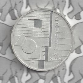 """Duitsland 10 euromunt 2004 (13e) """"Bouwhuis Dessau"""" (nikkel)."""