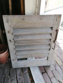 Oud houten luikje.