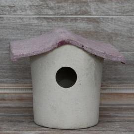 Stenen vogelhuisje