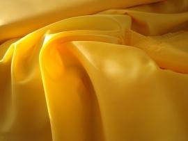 Polyester voering kleur geel  € 1,50 p/mtr  5 meter voor : € 7,50 ART V82