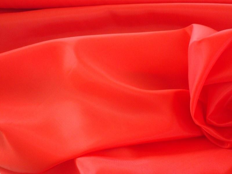 Polyester voering kleur rood € 1,50 p/mtr  5 meter voor : € 7,50 ART V56
