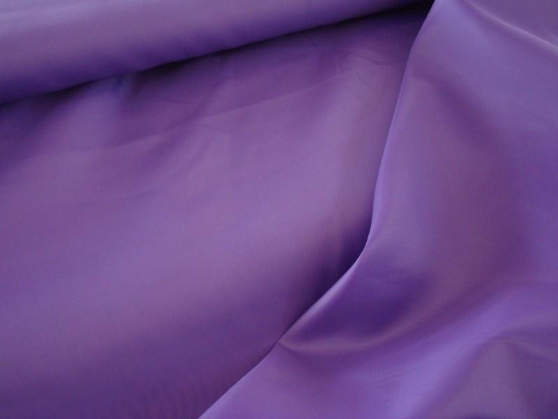 Polyester voering kleur paars € 1,50 p/mtr 5 meter voor : € 7,50 ART V05