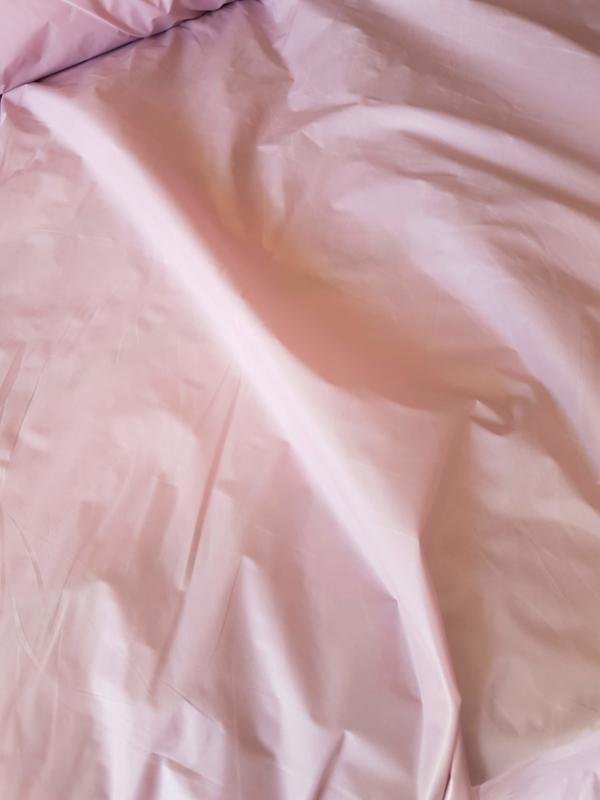 Soepel vallende stof roze    ART UV487  € 1,00  per meter