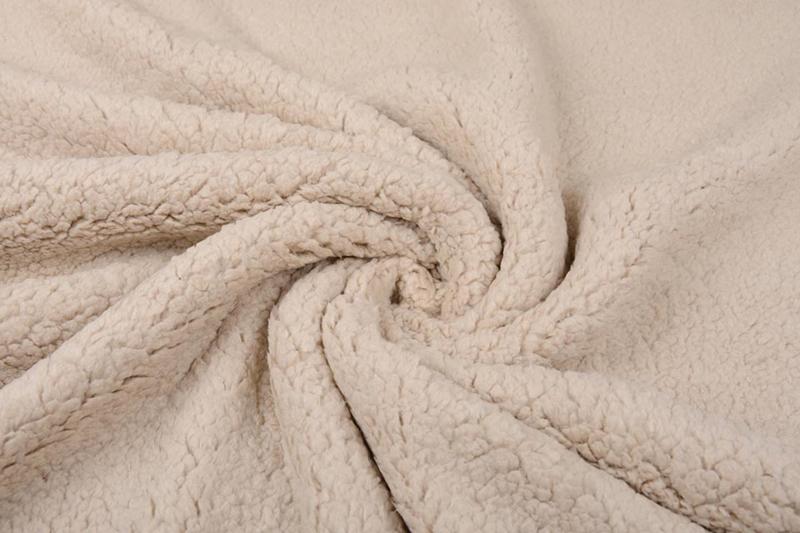 Teddy  kleur  L beige     Art 011   - 5 meter voor