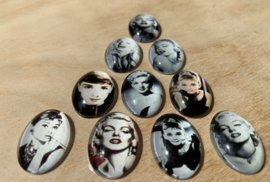 10 Glazen magneetjes Marilyn en Audry, Ø 2,4 bij 1,7 cm