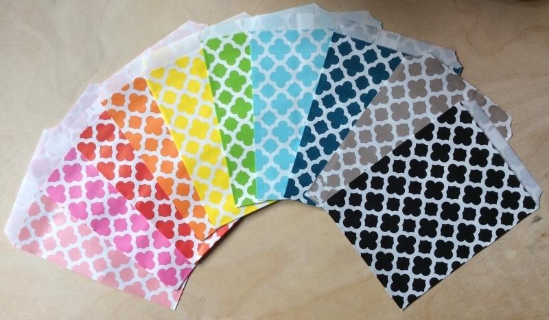 5 Cadeauzakjes BLOEMEN 13 bij 16,5 CM, per kleur