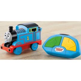 Thomas met afstandsbediening