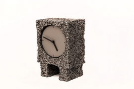 Hand-peeled square clock