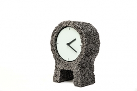 Hand-peeled round clock