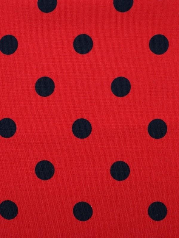 Rode stof met grote zwarte stip