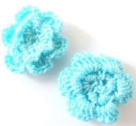 Gehaakt bloemetje licht blauw