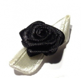 Satijn roosje zwart met witte blaadjes (09AP00077)