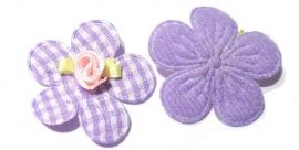 Applicatie bloem met satijn roosje geruit paars (10AP00139)