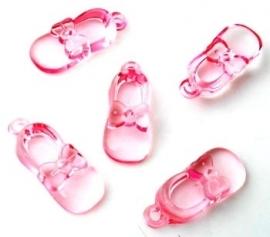 Kunststof bedel babyschoentje (1311036)