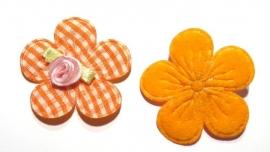 Applicatie bloem met satijn roosje geruit oranje (10AP00138)