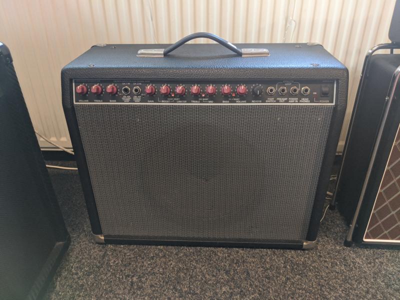 Fender Delux 85 (occasion)