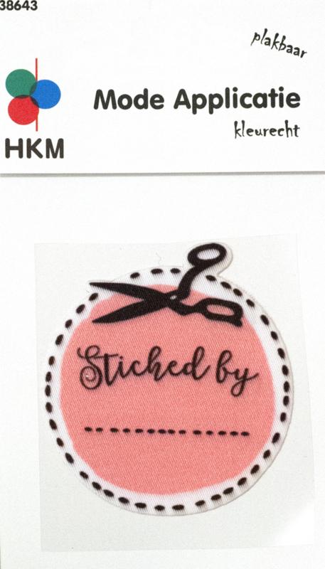 Strijkapplicatie   Stitched by ........  - Pink 38643