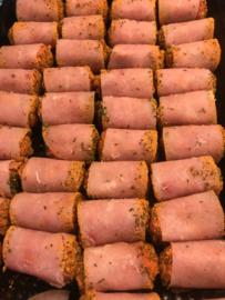 Kipgehaktrolletjes met kalkoenbacon