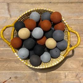 Cotton Ball lichtslinger 50 ballen grijstinten-kastanje 19