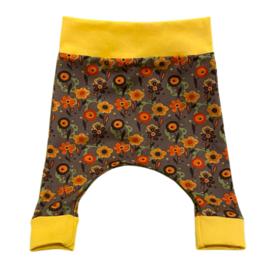 Baby harembroekje bloemen geel-oranje met geel