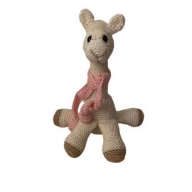Alpaca gehaakt met sjaal roze