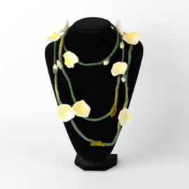 Vilten bloemenketting geel-wit