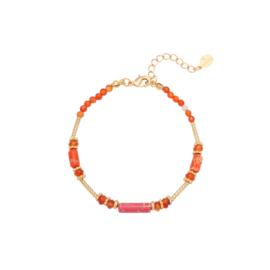 Armband met rode kralen