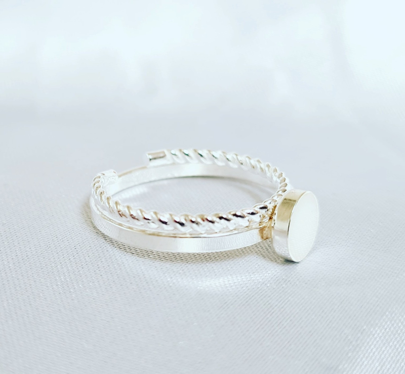Dna ring rond twisted