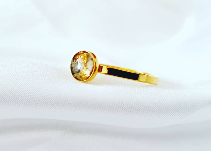 As gold ring rond