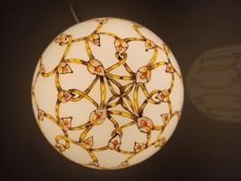 Lamp 18 groengele linten en witte bloemen