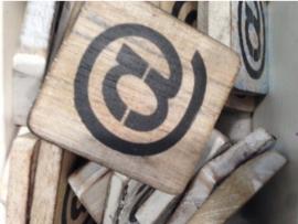 cottoncounts houten letter   symbool @