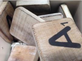 cottoncounts houten letter   Scrabble letter a