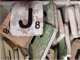 cottoncounts houten letter   Scrabble letter j