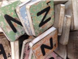 cottoncounts houten letter   Scrabble letter n